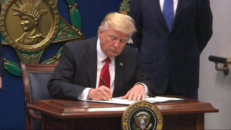 trump-extreme-vetting-eo-signing
